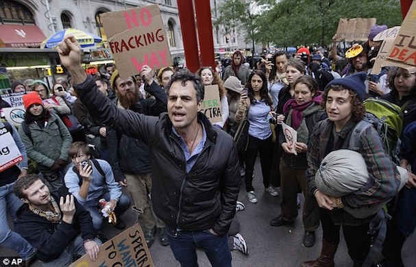 mark ruffalo demonstration 607 2