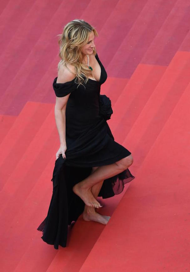 Julia Roberts cannes barefoot 607
