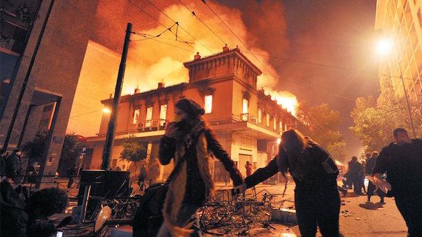 αττικόν φωτιά 607