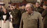 O Ζεράρ Ντεπαρντιέ είναι ο Γιόζεφ Στάλιν -στο ψυχαναλυτικό ντιβάνι- στο «Stalin's Couch»