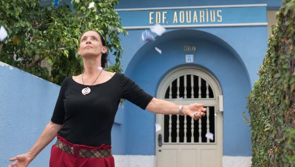 Κάννες 2016: Η Σόνια Μπράγκα λάμπει, το οικοδόμημα του «Aquarius», όμως, καταρρέει