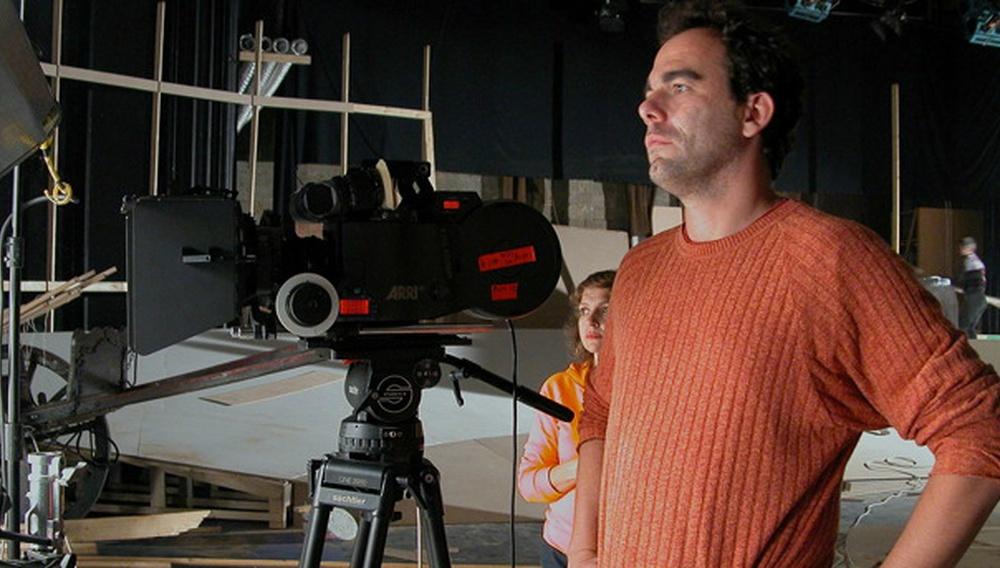 Ο Ντένης Ηλιάδης είναι «εκεί έξω» (και έχει ήδη τρεις ταινίες τρόμου στα σκαριά)