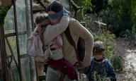 Η Σάντρα Μπούλοκ (δεν) βλέπει το τέλος του κόσμου, στο αγωνιώδες πρώτο τρέιλερ του «Bird Box»