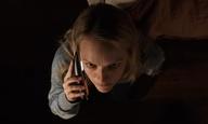 «Ο Αόρατος Ανθρωπος»: δείτε την Ελίζαμπεθ Μος να τρελαίνεται σ' ένα πρώτο αποκλειστικό film clip