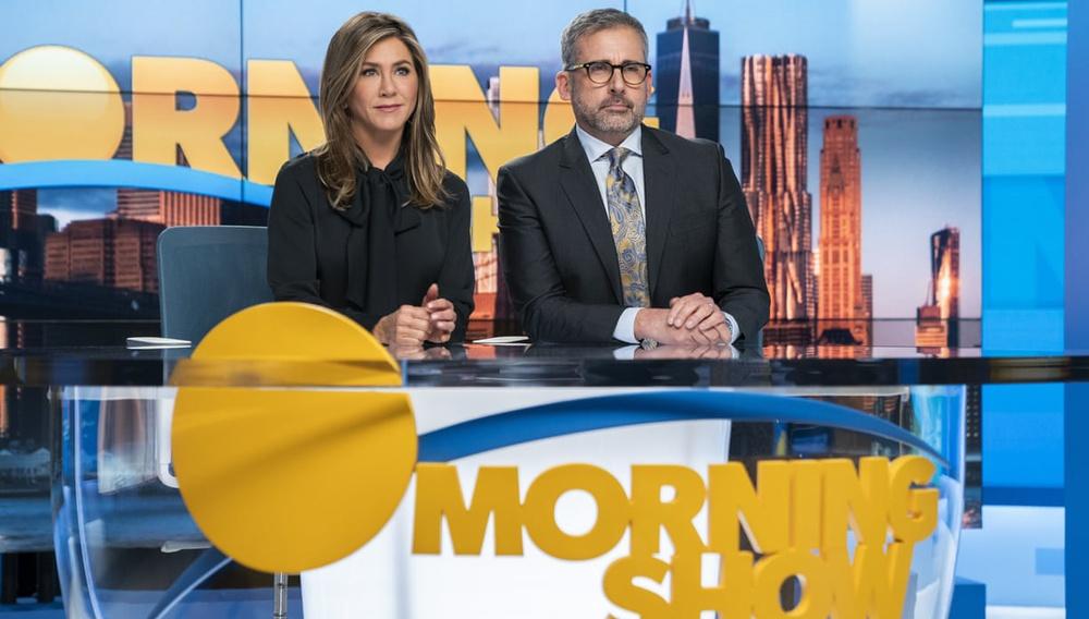 Στο «The Morning Show», η τηλεόραση κοιτάζει εμάς καθώς την κοιτάζουμε