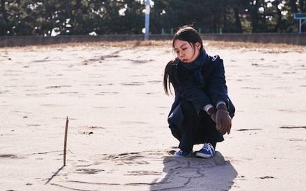 Berlinale 2017:  Στο «On the Beach at Night Alone», ο Χονγκ Σανγκ-σου κάνει μια ακόμη ταινία του Χονγκ Σανγκ-σου