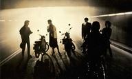 H «Χαμένη Λεωφόρος του Ελληνικού Σινεμά» σε μια συναρπαστική βόλτα στα «Ξοδεμένα 80s»