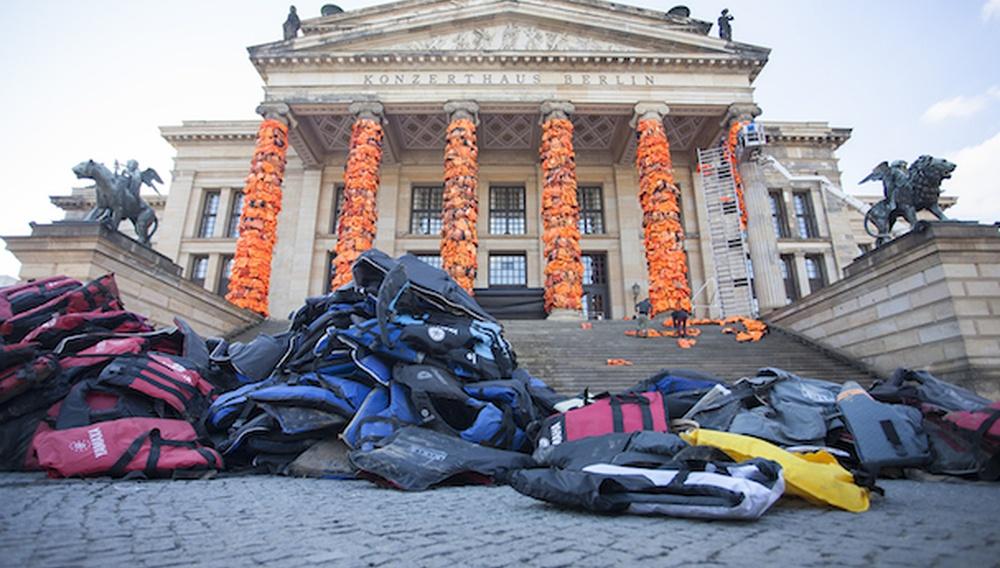 Berlinale 2016: 14.000 σωσίβια από τη Λέσβο στο κέντρο του Βερολίνου