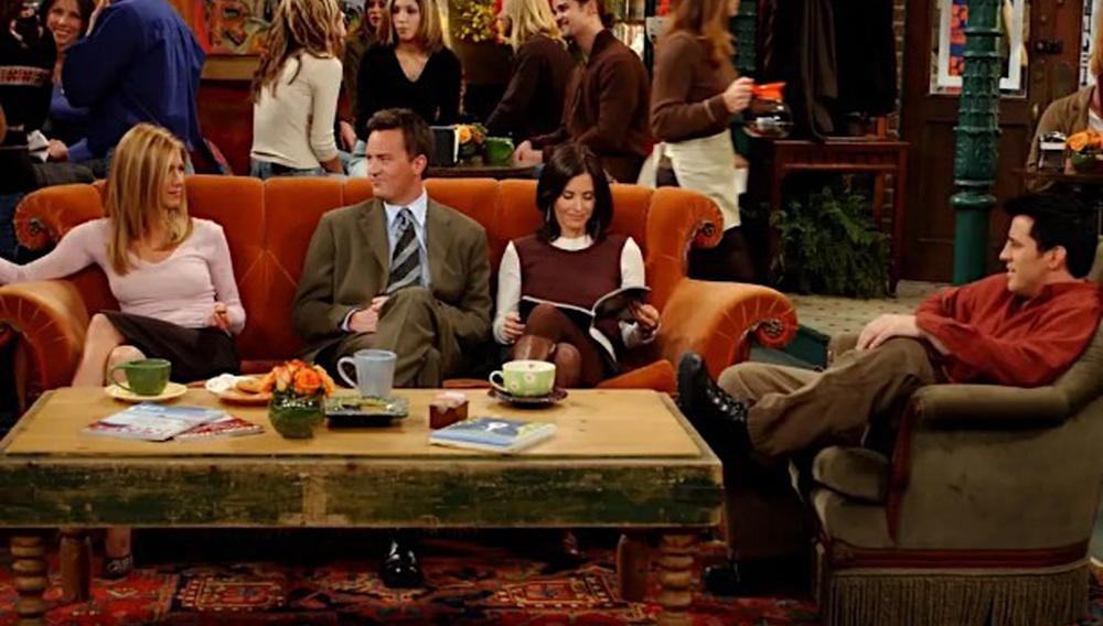 «Friends - 25η επέτειος»: θέλετε να φωτογραφηθείτε στον καναπέ του Central Perk;