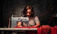 Ενα κόκκινο, φονικό φόρεμα πρωταγωνιστεί στο «In Fabric» του Πίτερ Στρίκλαντ
