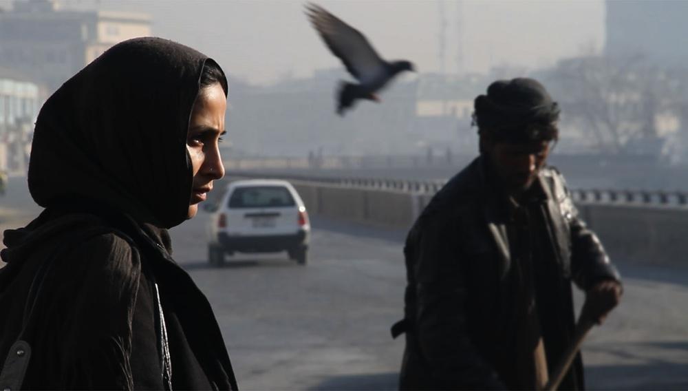 «Η μόνη μου σκέψη είναι ότι τη γαμήσαμε.» Αφγανές κινηματογραφίστριες περιγράφουν τον εφιάλτη των Ταλιμπάν