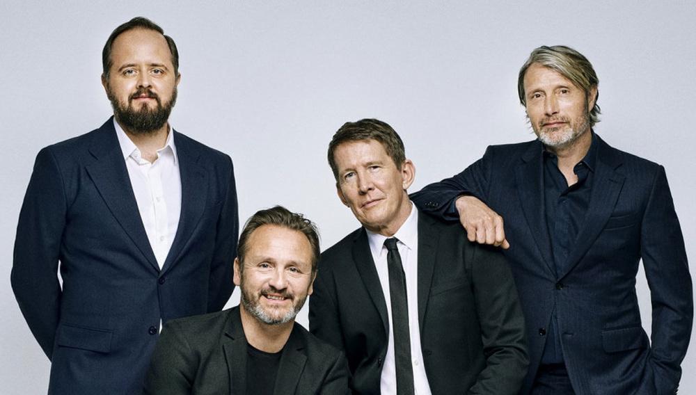 Skål: Ο Μάντς Μίκελσεν κι ο Τόμας Βίντεμπεργκ συνεργάζονται ξανά σε μια ταινία με θέμα το ποτό!