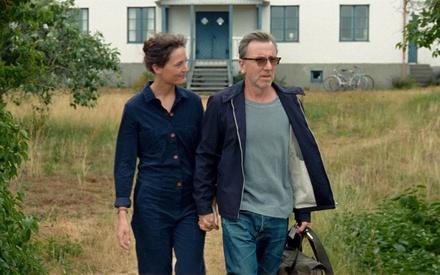 «Fuck Bergman»: H Μία Χάνσεν Λαβ μας ταξιδεύει στο «Bergman Island»