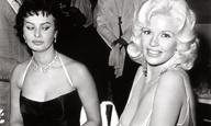 H Σοφία Λόρεν αποκαλύπτει την πραγματική ιστορία πίσω από τη διάσημη φωτογραφία της με την Τζέιν Μάνσφιλντ