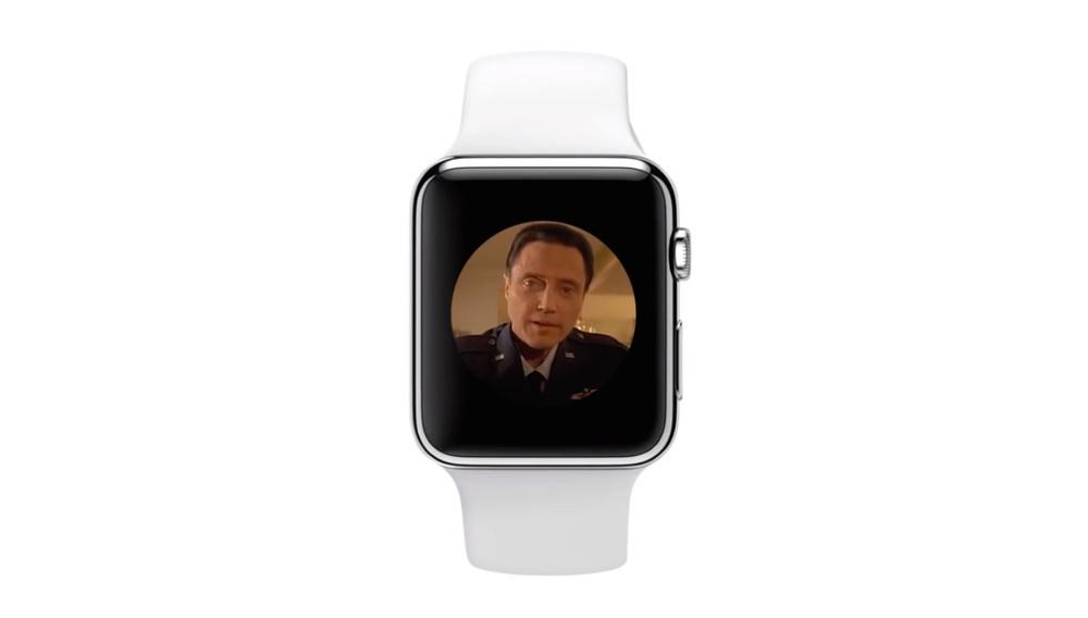 Ο Κρίστοφερ Γουόκεν στην καλύτερη διαφήμιση για το Apple Watch που (δεν) έγινε ποτέ!
