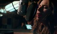 H Lady Gaga τραγουδά «Look What I Found» από το «A Star is Born»