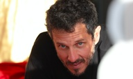 Cine #MένουμεΣπίτι   O Βαρδής Μαρινάκης προτείνει στο Flix μια ταινία για τις μέρες της καραντίνας