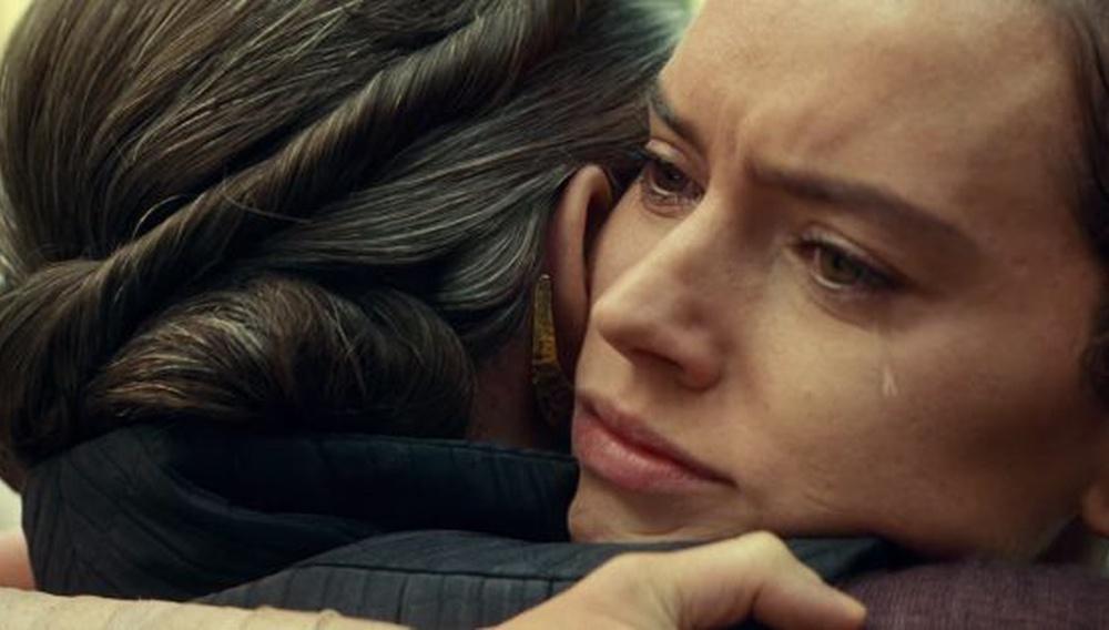 H ιστορία πίσω από εκείνη την τελευταία και συναισθηματική σκηνή της Κάρι Φίσερ στο «The Rise of Skywalker»