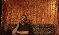 O Νίκος Τριανταφυλλίδης ξυπνάει τους «Αισθηματίες» που κρύβουμε μέσα μας