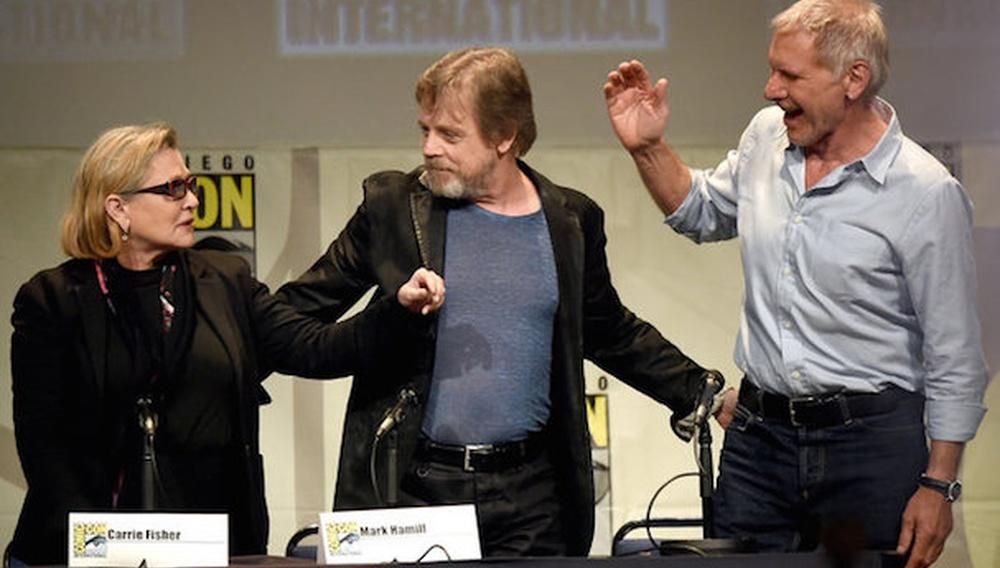 «Star Wars: The Force Awakens» στην ComicCon: reunion Χάρισον, Κάρι, Μαρκ και νέο, συγκλονιστικό οπτικό υλικό!