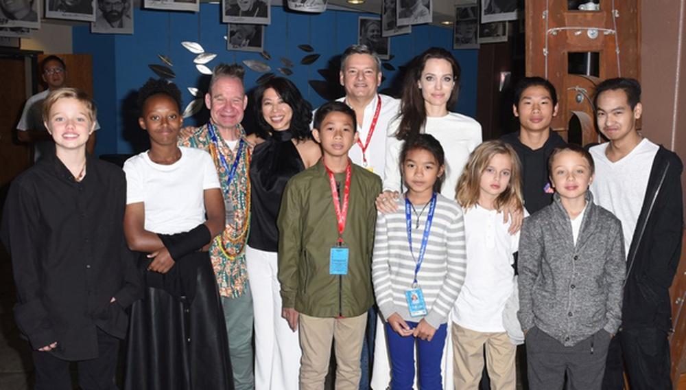 Η Αντζελίνα Τζολί πήγε στο Τέλιουραϊντ, με όλα τα παιδιά - κι έκανε δηλώσεις για το σινεμά και τον ανθρωπισμό