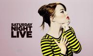 Η Εμα Στόουν ζει το δράμα μιας ηθοποιού σε gay πορνό στο «Saturday Night Live»