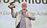 «Ποτέ δεν υποστήριξα ότι θα αλλάξω τον κόσμο»: Ο Πέδρο Αλμοδόβαρ τιμάται με Χρυσό Λεόντα για την καριέρα του