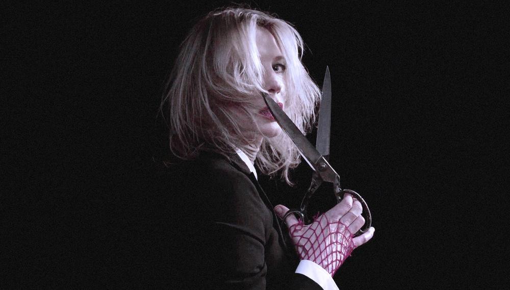 Η Κέιτ Μπλάνσετ μεταμορφώνεται σε γυναίκα αράχνη στο απόκοσμο τρέιλερ του «Red»
