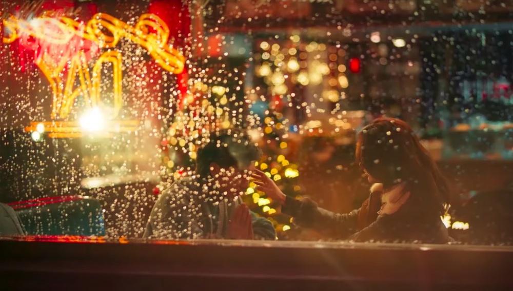 Ο Γουόνγκ Καρ Βάι σκηνοθετεί ξανά (ένα διαφημιστικό)