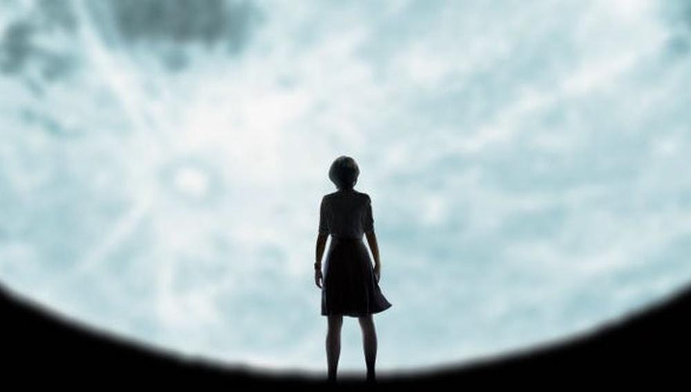 Η Νάταλι Πόρτμαν ολοταχώς στα Οσκαρ στο τρέιλερ του «Lucy in the Sky»