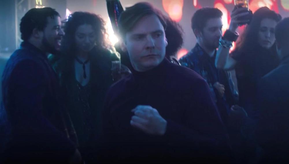 H Marvel κυκλοφόρησε ένα ωριαίο βίντεο με τον Ντάνιελ Μπρουλ να χορεύει στο «The Falcon and the Winter Soldier»
