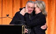 «Ο επικεφαλής μ***κας!» Ο Ρόμπερτ Ντε Νίρο βρίζει τον Ντόναλντ Τραμπ, απονέμοντας βραβείο στη Μέριλ Στριπ