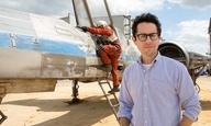 «Star Wars VII»: ο Τζέι Τζέι Εϊμπραμς μάς συστήνει το X-Wing σε ένα νέο βίντεο από τα γυρίσματα