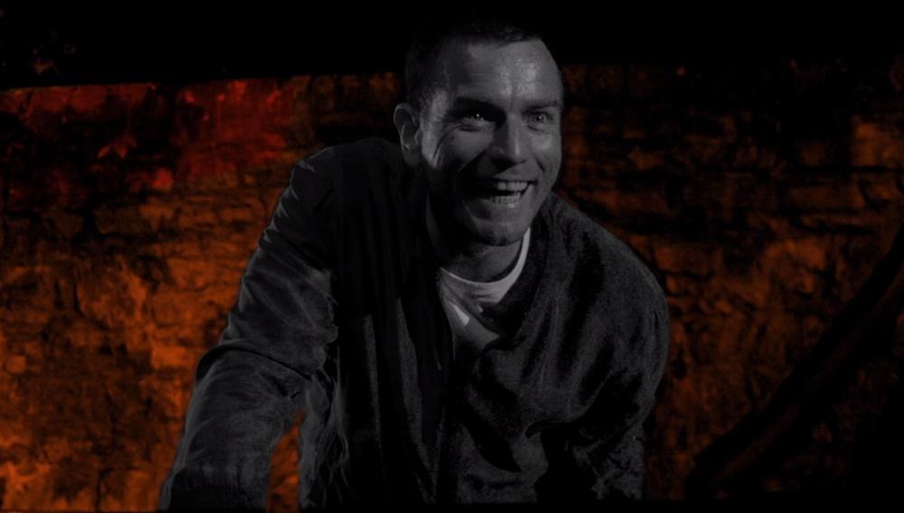 «T2: Trainspotting»: δείτε τον Γιούαν «Ρέντον» ΜακΓκρέγκορ να αποκαλύπτει το νέο του εθισμό!