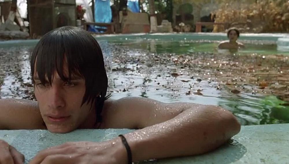 Το Flix βουτάει στις πισίνες του σινεμά #17 – Θέλω και τη Μαμά σου του Αλφόνσο Κουαρόν (2001)