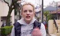 Δείτε τη Λίνα Ντάναμ να σκηνοθετεί την Ελίζαμπεθ Μος σε μία μικρού μήκους ταινία