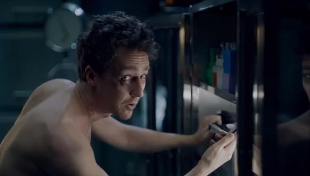 Ο Εντουαρτ Νόρτον σε μία πανέξυπνη smart phone διαφήμιση