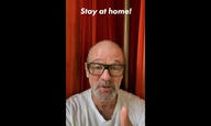 Ο Μάικλ Στάιπ των REM μάς τραγουδά «It's The End Of The World As We Know It» από το σπίτι