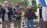 Μπόμπι, Μάικλ, Κέβιν, Μόργκαν. Γερόλυκοι στην πισίνα σε ένα κλιπ από το «Last Vegas»