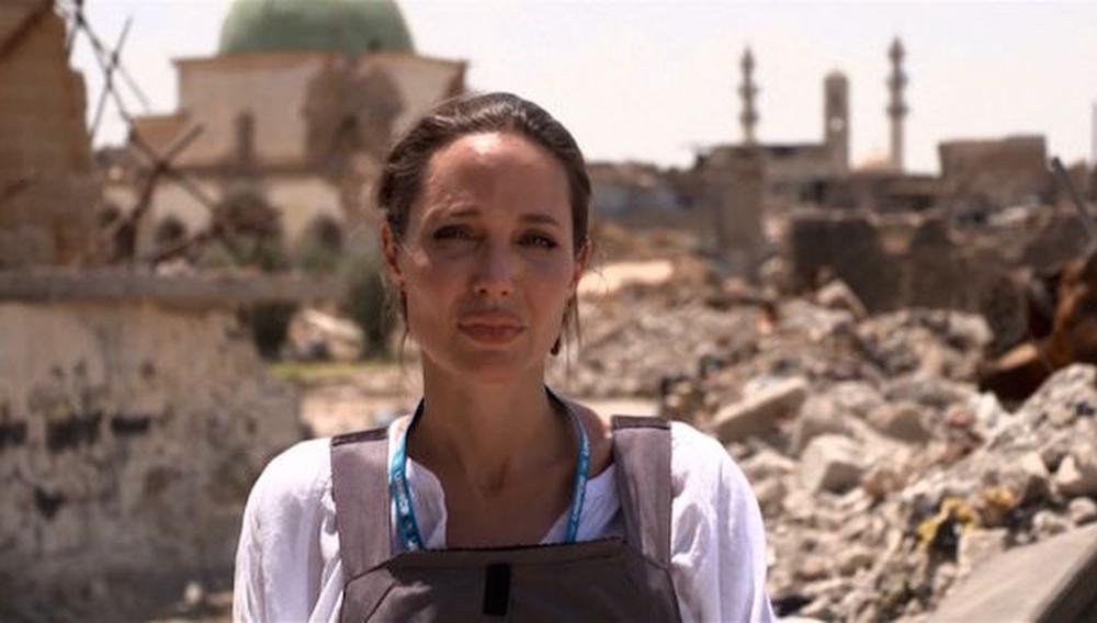 Η Αντζελίνα Τζολί επισκέπτεται την κατεστραμμένη Μοσούλη και χάνει την ψυχραιμία της
