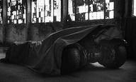 Ο Ζακ Σνάιντερ μας προ(σ)καλεί σε μια βόλτα με το Batmobile!