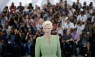 Η Τίλντα Σουίντον απέδειξε πως είναι τεράστια στην συνέντευξη Τύπου του «Okja»