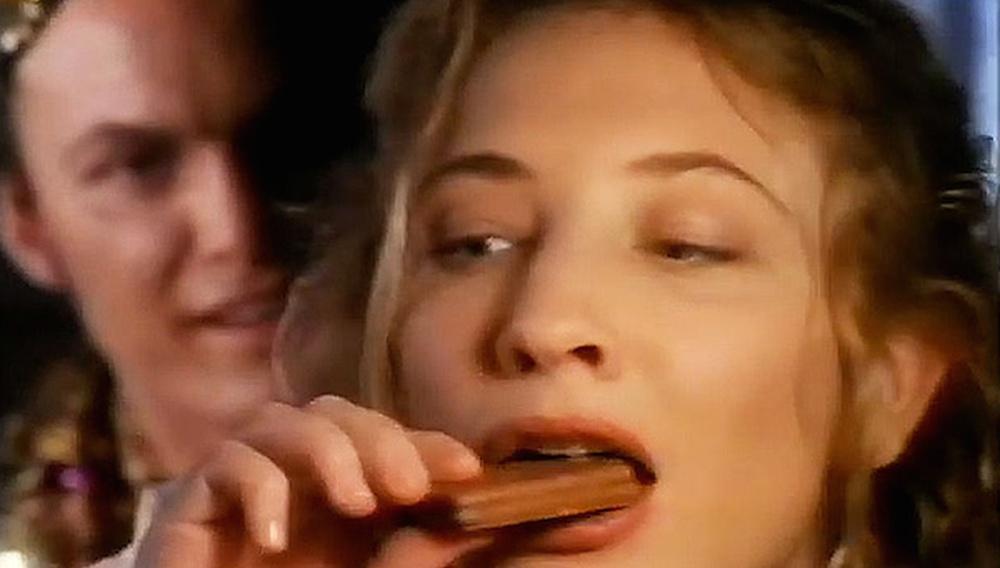 Blast from the past ή γιατί όλοι ασχολούνται με μια διαφήμιση της Κέιτ Μπλάνσετ από τα 90s