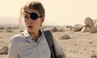 Η Ρόζαμουντ Πάικ είναι η δημοσιογράφος Μαρί Κόλβιν στο τρέιλερ του «A Private War»