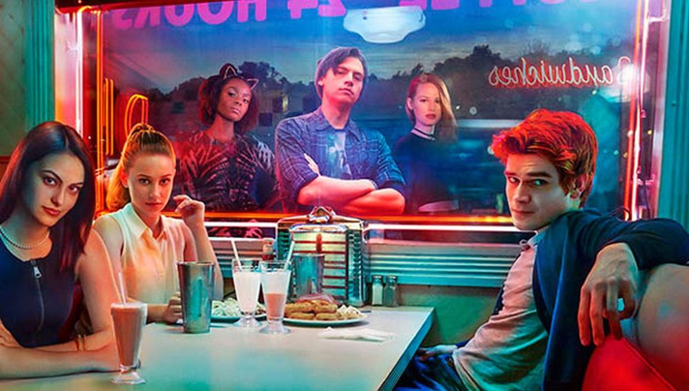 To «Riverdale» είναι το «Twin Peaks, 90210» των ονείρων μας