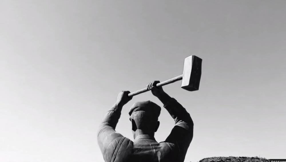 O Μπάμπης Μακρίδης σκηνοθετεί τα υπέροχα lo-fi τραγούδια του Coti K. από το «The Man From Managra»