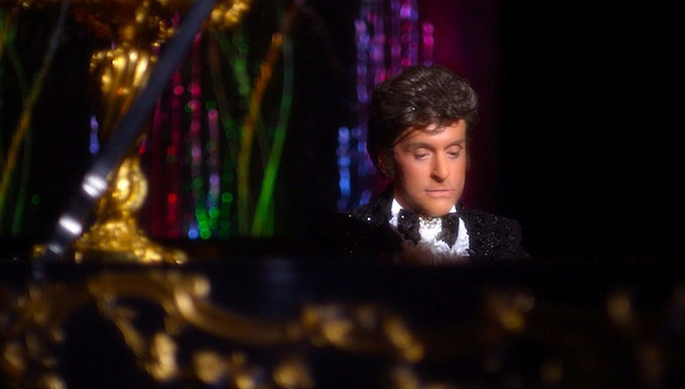 To «Behind the Candelabra» και η φαντασμαγορία της τηλεθέασης