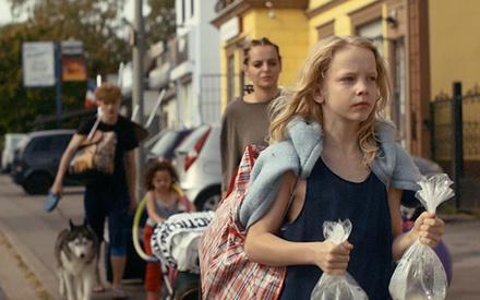 Κάννες 2021: Το «Softie», η νέα ταινία του σκηνοθέτη του «Party Girl», ήρθε για να μαλακώσει τα πνεύματα στο Φεστιβάλ