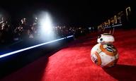 Στην πρεμιέρα του «Star Wars: Η Δύναμη Ξυπνάει» σε ένα αστεροχτυπημένο Χόλιγουντ