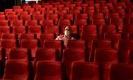 Οι μάσκες είναι τώρα υποχρεωτικές καθ' όλη τη διάρκεια της παραμονής των θεατών στις αίθουσες της Γαλλίας